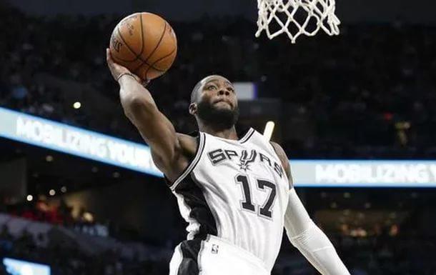 Топ-10 дня NBA: Трехочковое попадание и блок-шот Кавая Леонарда