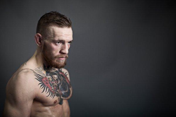 Конор Макгрегор защитит титул чемпиона UFC в 2017 году
