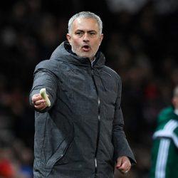 Моуриньо дал банан Рохо во время игры «Манчестер Юнайтед» - «Ростов»