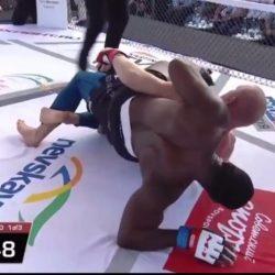 Сергей Харитонов победил Дос Сантоса в 1-м раунде необычным болевым на ногу